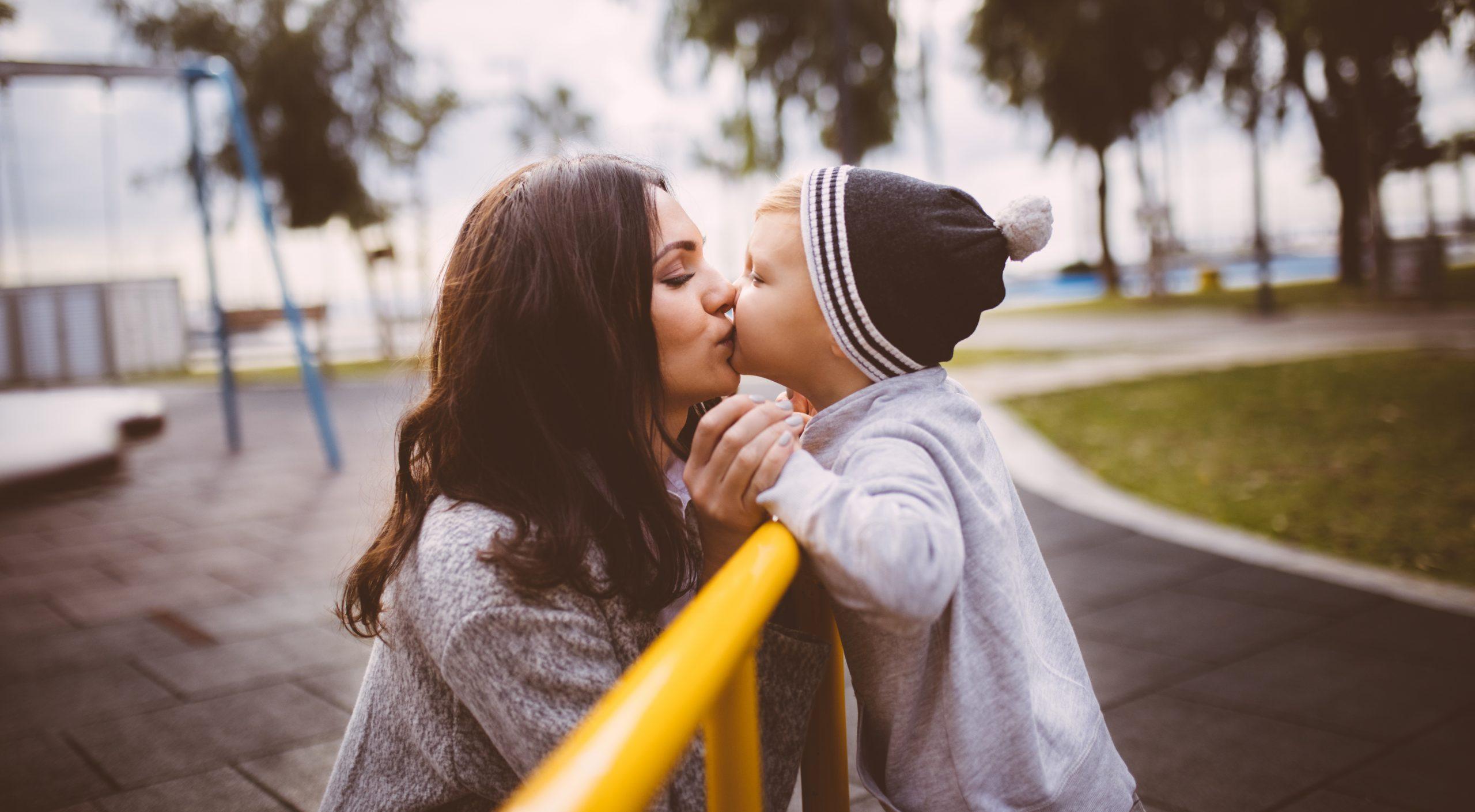 Maman nous enseigne comment baiser